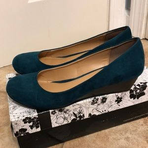 CL by Laundry suede wedge EUC